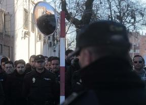 Concentración silenciosa en memoria del agente fallecido en Embajadores