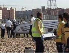 Una avioneta con dos ocupantes realiza un aterrizaje forzoso en el Poblado de las Mimbreras