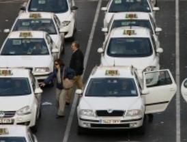 Los taxistas piden paradas en Serrano