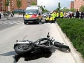 Fallece un motorista tras chocar contra un turismo en Carabanchel