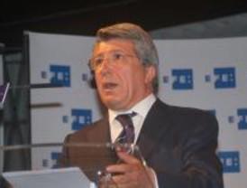 Enrique Cerezo visita al alevín del Atlético ingresado en estado grave
