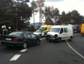 Una colisión frontal en la N-VI deja dos heridos