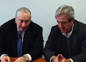 El consejero Javier Rodríguez (izquierda) junto a José Ricardo Martínez, secretario general de UGT Madrid
