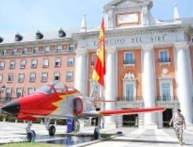 El Ejército del Aire dedica el monumento del avión C-101 al pueblo de Madrid