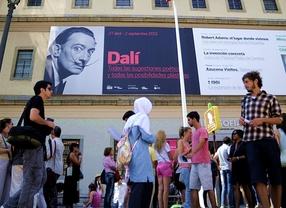 Colas para 'despedir' a Dalí en el Reina Sofía