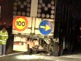 Un joven fallece al colisionar su coche y una anciana muere atropellada