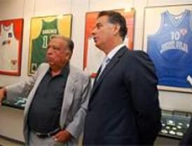 El consejero de Deportes apoya a la Fundación Pedro Ferrándiz de Alcobendas
