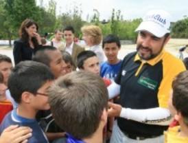 Tres Cantos enseña a sus alumnos a jugar al golf