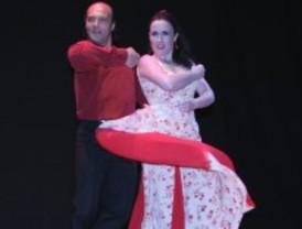 Cinco parleños bailan flamenco en Pekín
