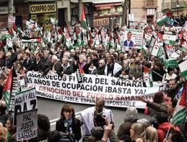 Miles de madrileños muestran su apoyo al pueblo saharaui en una masiva manifestación