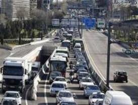 Una tubería rota cortó el tráfico en Marqués de Vadillo