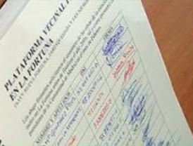 Los vecinos de La Fortuna entregan 3.500 firmas para reclamar la llegada del Metro