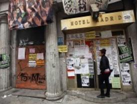 Los 'okupas' del Hotel Madrid expulsarán a los que entren al Albéniz