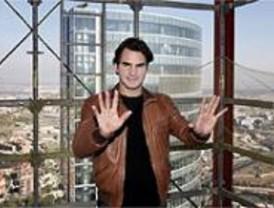 Roger Federer suspende su partido en un rascacielos de Madrid
