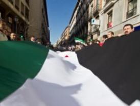 Condena al régimen sirio frente a la Embajada