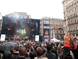 La lluvia desluce los conciertos por el centenario de la Gran Vía
