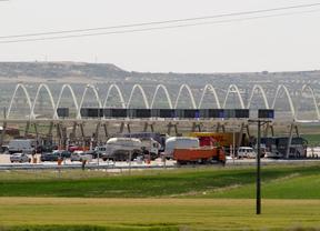 zona de peaje con camiones en la autopista radial R3