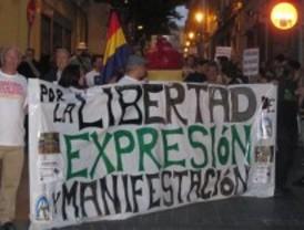 500 personas reclaman libertad de expresión en la primera manifestación de ateos de España