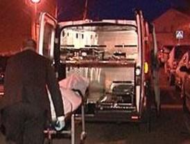 Un joven muere al resbalar por el hielo de la calle