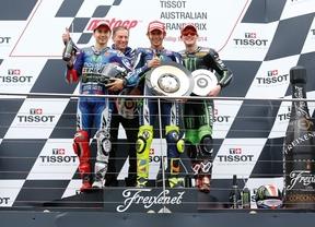 Rossi, el más listo en la accidentada carrera de Australia