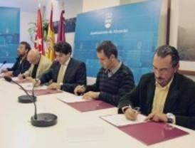 Ayuntamiento y sindicatos firman el acuerdo para mantener los puestos de trabajo