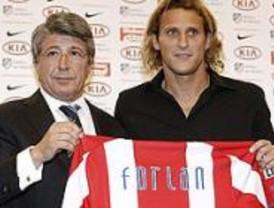 Forlán asegura que jugar en el Atlético 'es un lindo desafío'