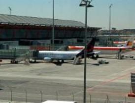 Barajas activa la alerta local ante el regreso de dos aviones por avería