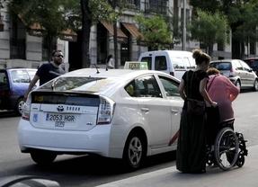 Asuntos Sociales impulsa una tarjeta unificada de estacionamiento para personas con movilidad reducida