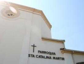 Queman la puerta de la iglesia de Santa Catalina de Majadahonda en plena Nochebuena