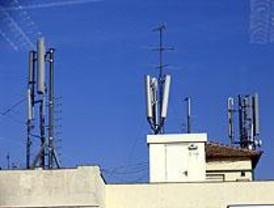 Varios municipios piden la retirada de antenas telefónicas