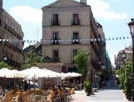 Lo vecinos del Barrio de las Letras exigen retirar las terrazas ilegales del barrio