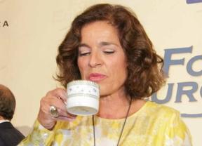 Ana Botella se toma un 'relaxing cup of café con leche'