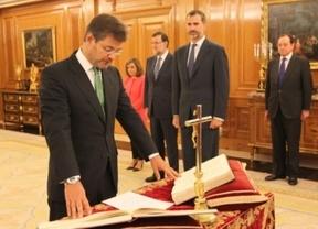 El ministro de Justicia, Rafael Catalá, jura su cargo ante el rey