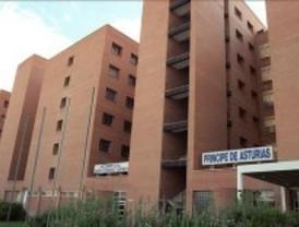 Dos conductores, heridos leves en un choque frontal en Alcalá de Henares