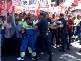 Unos 2.000 jardineros municipales protestan en Cibeles