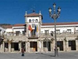 El Pleno aprueba querellarse contra el alcalde de Hoyo