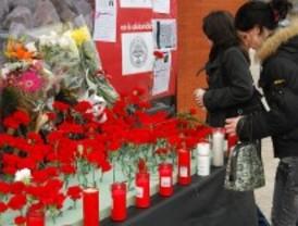 Ayuntamiento y víctimas inauguran por separado un momumento conmemorativo en El Pozo