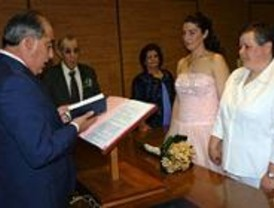 Humanes celebra su primera boda civil entre mujeres