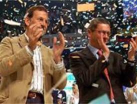 Rajoy espera que Gallardón siga en política y cuenta con él 'para el futuro'