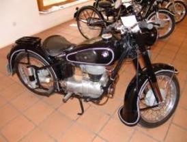 Exposición de motocicletas clásicas en Ciempozuelos