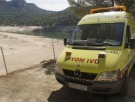 El hombre que apareció flotando en un lago murió de un infarto