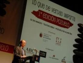 El alcalde de Pozuelo se estrena con una conferencia
