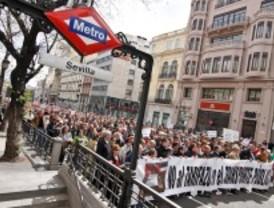 Un millar de personas marcha contra el 'tarifazo' del trasporte público