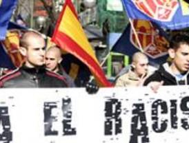 150 activistas de extrema derecha se manifiestan contra la inmigración ilegal
