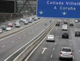 Tráfico abre un carril reversible en la AP-6 para evitar atascos este fin de semana