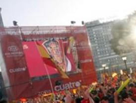 14.000 kilos de basura recogidos en Colón después del partido de la Eurocopa