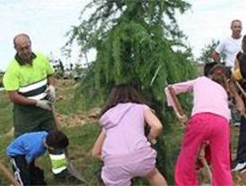 Se plantan 60 árboles más en Parla-Este