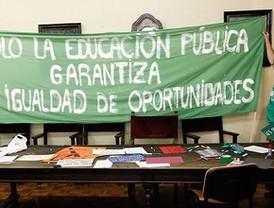 Los institutos inician el curso con protestas por los recortes educativos