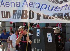 Trabajadores de Aena se manifiestan contra la privatización frente al Congreso