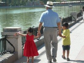 Solo uno de cada cuatro abuelos cuida de sus nietos